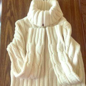 Large White Zippered Turtleneck Sweater